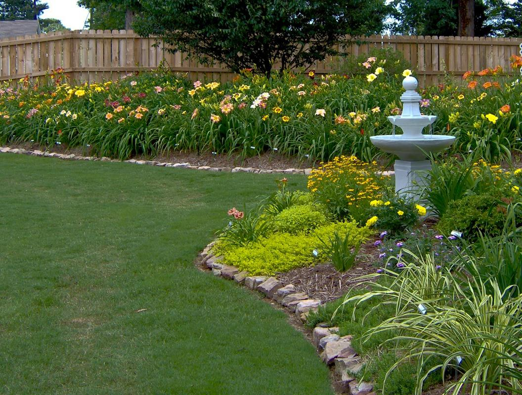 Daylilies in the landscape for Flowers and gardens pictures